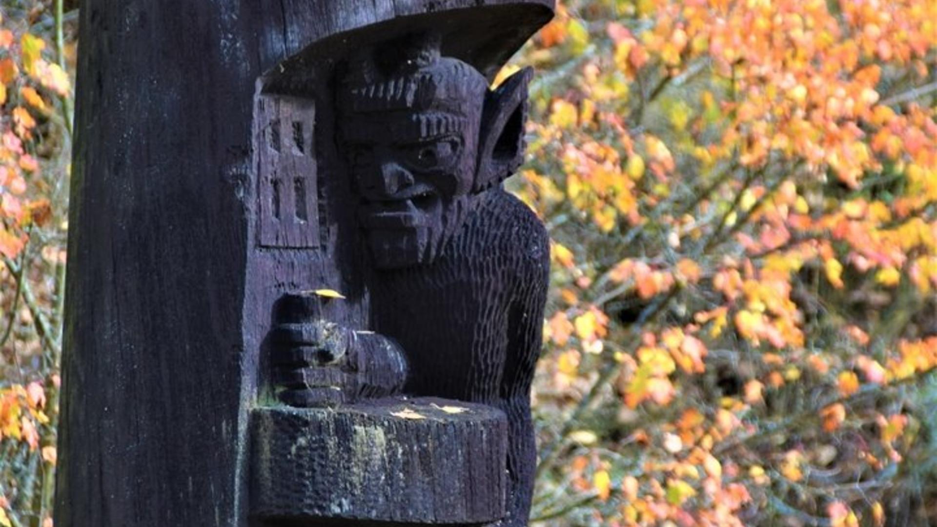 The wooden sculptures ensemble
